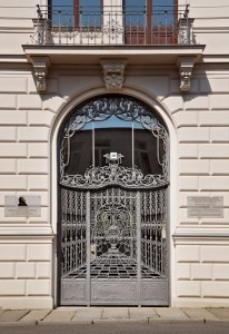 Edvard Grieg Begegnungsstätte, Einganstor am Verlagsgebäude in der Talstrasse, Leipziger Notenspur, Leipzig, Sachsen, Deutschland